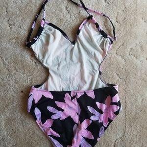 Swim - Really cute vintage 1 piece w/ shorts!